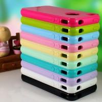 """Szilikon tok """"lyukas"""" iPhone 4/4S készülékekhez"""